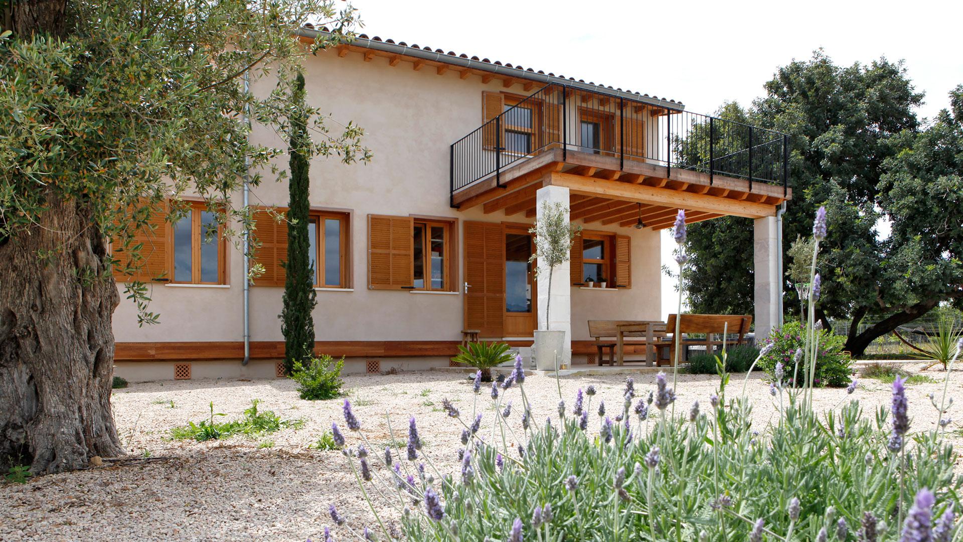 Rafael Sala -Arquitectura sostenible y saludable. Casas de paja, eficiencia energetica. Casa de paja en Selva, Mallorca.