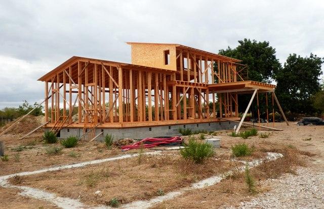 En construcción: Casa de paja en Selva (I)